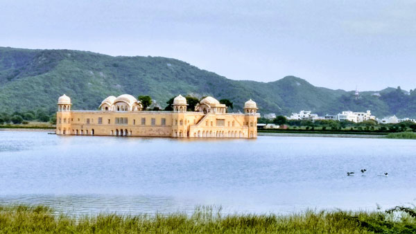 Jaal mahal in budget