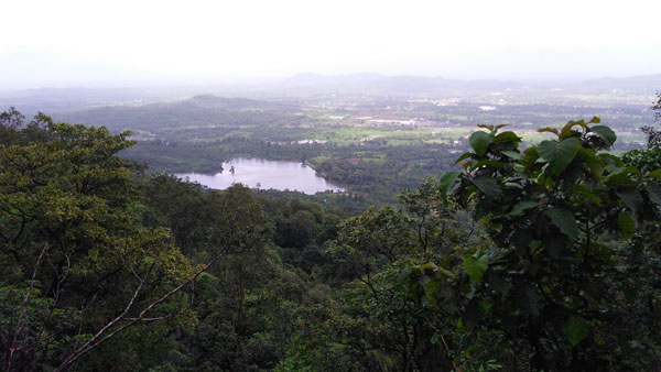 heart-shaped-lake-at-Kohoj-fort