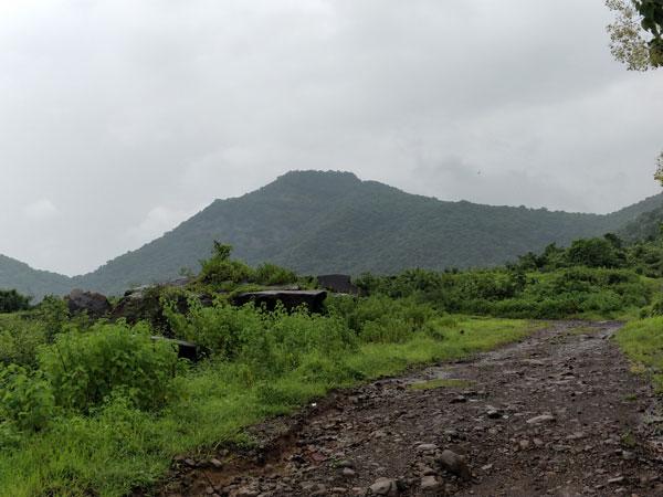 trail-towards-asawa-fort