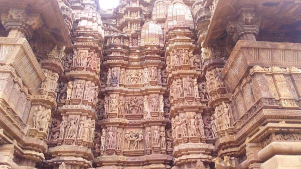 Carving-at-Khajuraho-western-group-of-temple