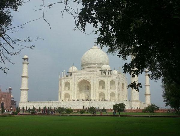 Taj-mahal-india -Photo by Alan Mizell on Unsplash