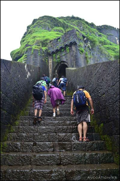 lohagad-fort-entrance-mumbai-pune